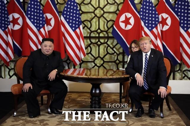 전문가들의 강 장관의 발언에 대한 평가는 엇갈렸다. 김정은 북한 국무위원장(왼쪽)과 도널드 트럼프 미국 대통령 28일 오전(현지시간) 베트남 하노이 정상회담 당시의 모습. /하노이(베트남)=AP.뉴시스