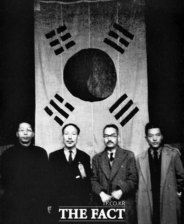 1941년 3·1절 22주년 기념식에서 기념촬영한 김구·조소앙·신익희·김원봉(왼쪽부터)