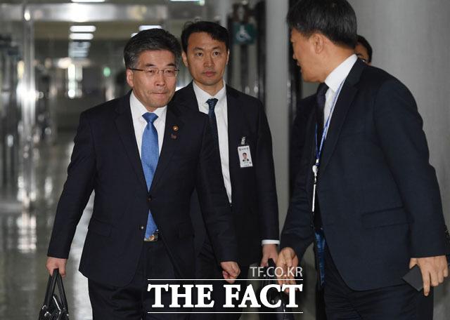 국회에서 정보위원회 업무보고 출석하는 민갑룡 경찰청장