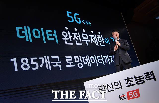 KT 5G 슈퍼플랜 요금제는 국내 데이터 완전 무제한뿐만 아니라 전 세계 185개국에서 사용 가능한 로밍 데이터 역시 무제한으로 제공한다.