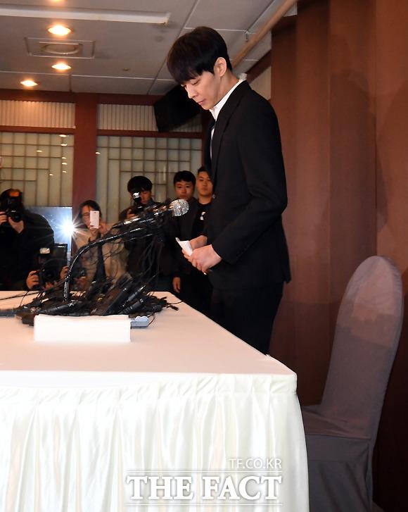 기자회견에 들어선 박유천