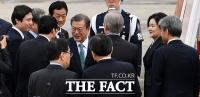 [TF포토] 한미정상회담차 출국하는 문재인 대통령