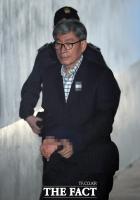 [TF포토] 법정 향하는 원세훈 전 국정원장