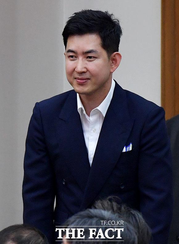 박창진 대한항공 직원연대 지부장이 내빈으로 참석해 인사하고 있다.