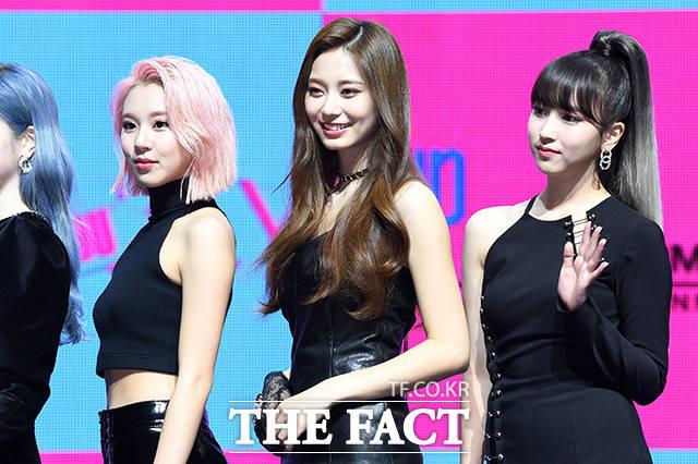 채영, 쯔위, 미나(왼쪽부터)