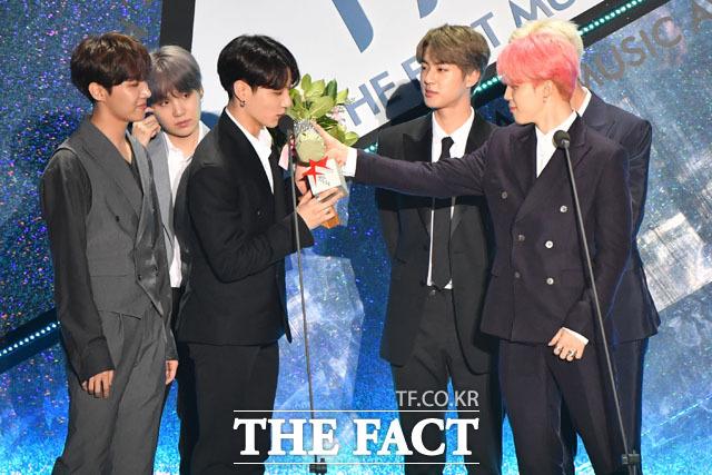 방탄소년단이 TMA에서 영예의 더팩트 뮤직 어워드 대상을 받았다. /인천 남동체육관=남윤호 기자