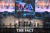 [TMA포토]더팩트뮤직어워즈, 대상 차지한 BTS