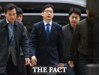 [TF포토] 석방 후 첫 재판 출석하는 김경수 경남도지사
