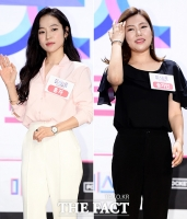 [TF포토] '미스트롯', 송가인-홍자…'라이벌의 극과 극 패션'