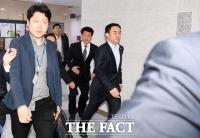 [TF포토] 탈출한 채이배, 국회 본관으로 달리기!