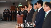 [TF포토] 바른미래당 지도부 사퇴 촉구 성명서 발표하는 원외위원장들