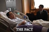 [단독포착] 수술 앞두고 병실서 휴식 취하는 문희상 국회의장