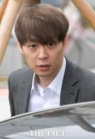 [TF포토] 영장실질심사 출석하는 박유천