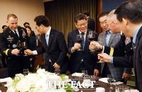 [TF포토] 판문점 선언 1주년, 판문점 찾은 김연철 장관과 박원순, 이재명