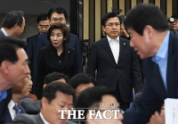 [TF포토] 무거운 분위기의 자유한국당 의원총회