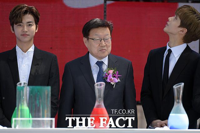 NCT 드림의 재민(왼쪽)과 지성(오른쪽)