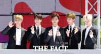 [TF포토] NCT 드림, '다섯 왕자님의 큐티 손하트~'