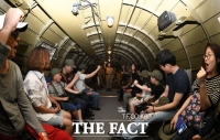 [TF사진관] 'C-47 수송기타고 광복군이 된 아이들'