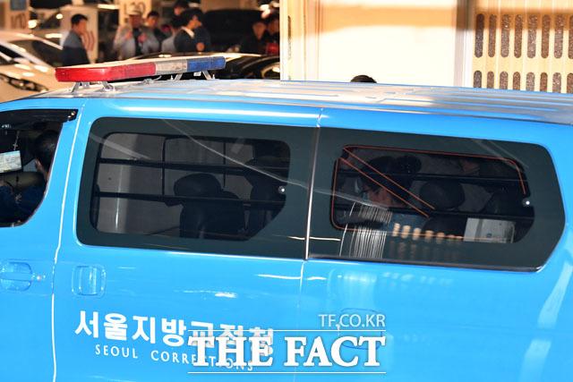 호송차 타고 구치소로 향하는 박 전 대통령