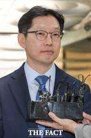 [TF포토] '담담한 표정으로 항소심 출석하는 김경수 지사'