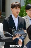 [TF포토] '아이돌 스타의 추락'…최종훈, '포승줄에 묶인 채로'