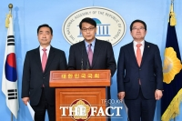 [TF포토] 북핵외교안보특위 성명서 발표하는 윤상현