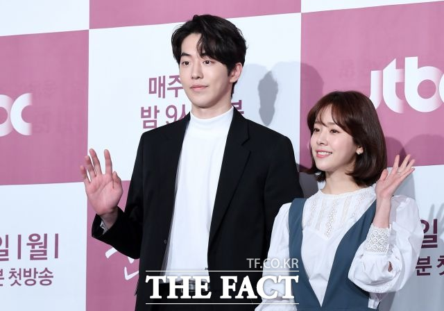 남주혁(왼쪽)과 한지민은 JTBC 드라마 눈이 부시게 이어 영화 조제에서 재회하게 됐다. /남용희 기자