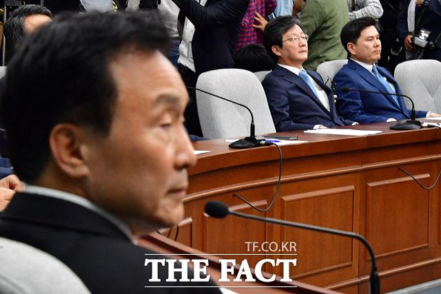 오신환 원내대표는 손학규 지도부 퇴진을 주장해 새로운 내홍이 일어날 가능성을 일축하며 중진 의원들을 만나뵙고 논의할 것이라고 밝혔다. /남윤호 기자