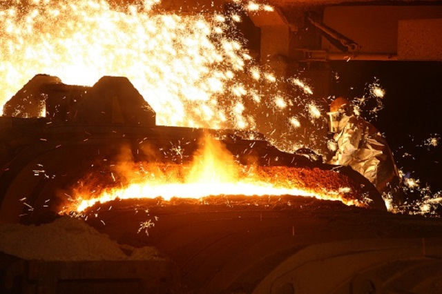 포스코 등 철강업계는 환경당국의 조업정지 처분이 과하다는 입장이다. 현재 고로 정비 절차와 기술적인 측면에서 대기오염 방지시설을 구축하는 게 어려운 문제이기 때문이다. /포스코 제공