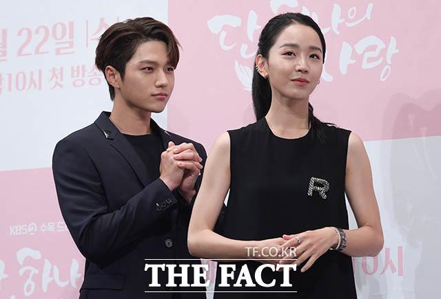 신혜선(오른쪽)과 김명수
