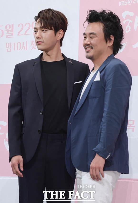 김인권(오른쪽)과 김명수
