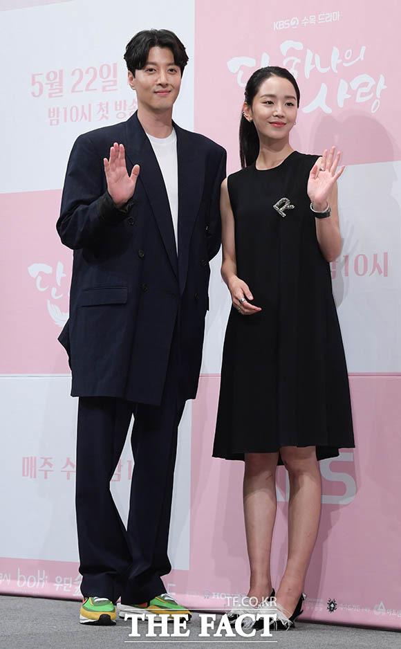 이동건(왼쪽)과도 완벽 케미 자랑~