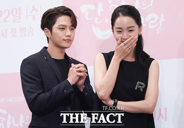 설레는 연상연하 커플, 김명수-신혜선