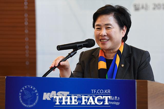 축사하는 신용현 바른미래당 의원.