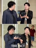 [TF사진관] 봉준호-송강호, '황금종려상만큼 탐나는 마이크(?)'