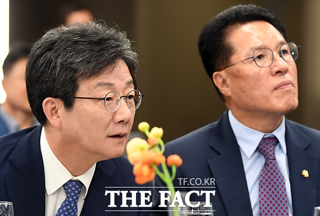 바른정당계 정운천(오른쪽) 바른미래당 의원은 원내대책회의를 강화해야 한다며 곧 구체적인 계획이 나올 것이라고 밝혔다. /이새롬 기자
