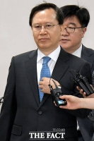 [TF포토] 첫 공판 출석하는 박병대 전 대법관, '묵묵부답'