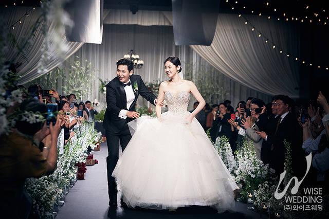 배우 추자현(오른쪽)과 우효광이 결혼식과 아들 돌잔치를 함께 진행했다. /더써드마인드 제공
