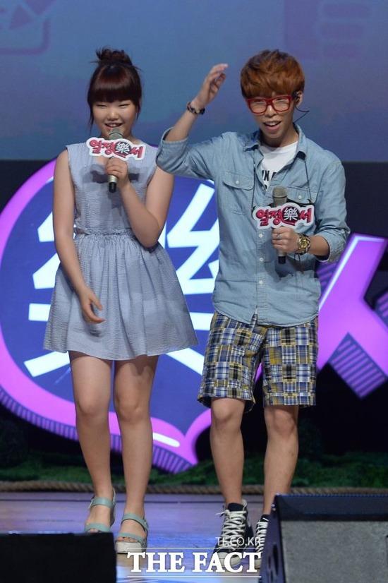 YG 엔터테인먼트가 논란에 휩싸인 가운데 악동뮤지션 이찬혁(오른쪽)가 만기 전역했다. /더팩트 DB