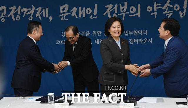 상생과 공존 손 맞잡은 박용만, 문무일, 박영선, 김기문