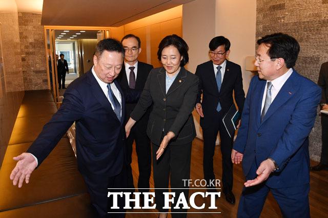 공존과 상생을 위한 길... 입장부터 양보하는 박용만 회장과 박영선 장관 그리고 김기문 회장