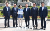 [TF포토] '서훈-양정철 회동 감찰하라!'...자유한국당 청와대 항의 방문