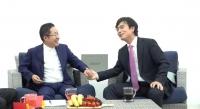[TF이슈] 홍준표·유시민 '홍카레오', 140분간 '불꽃 공방'… 마무리는 '훈훈'