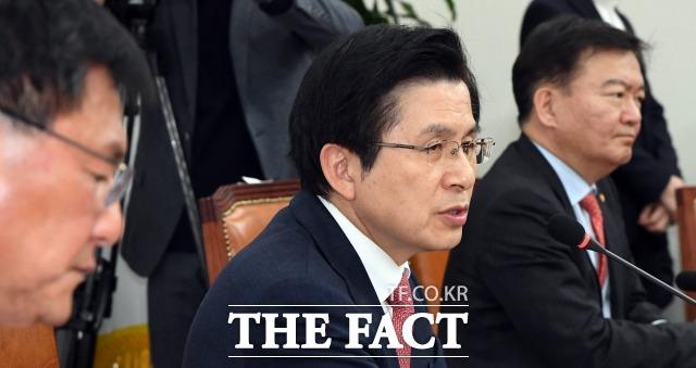 황교안 자유한국당 대표는 지난 4일 막말 논란에 대해 국민들께 송구하다는 말씀을 거듭드리며 이 모든 책임을 제가 지고 가겠다고 밝혔다. /임영무 기자