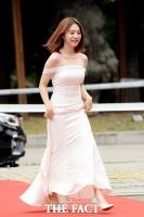 [TF포토] 김소혜, 'S라인 뽐낸 오프숄더 드레스~'