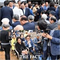 [TF사진관] 이한열 열사의 어머니는 뒤로… 배려 없어 아쉬운 민주항쟁 기념식