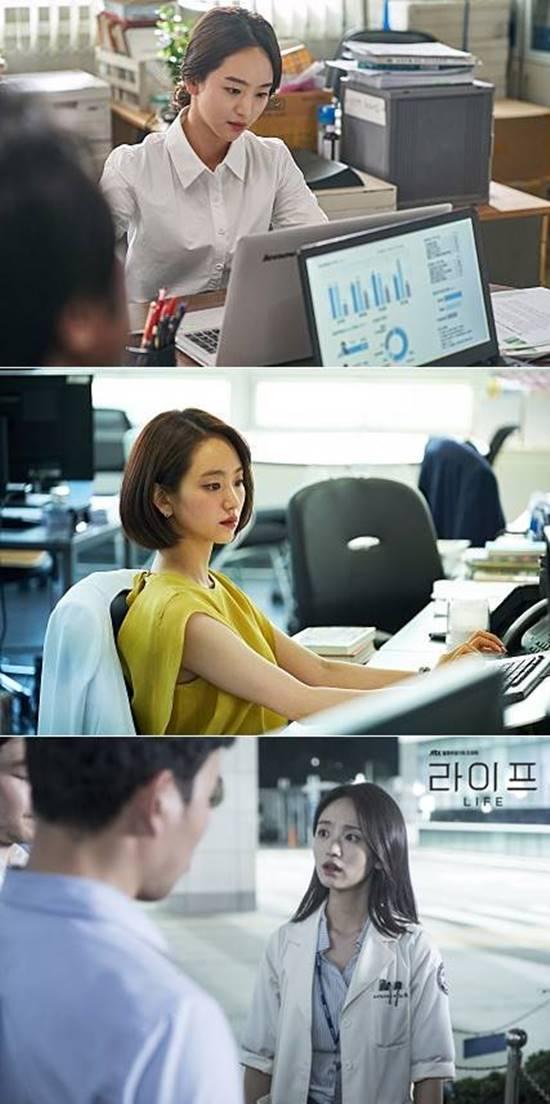 원진아는 최근 변호사, 브로커, 의사 등 전문직 배역을 연이어 맡아 대중과 만났다. /영화 롱 리브 더 킹 돈 스틸, JTBC 드라마 라이프 홈페이지