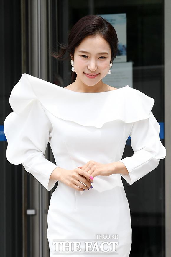 트로트 가수 홍자가 전라도 비하 발언으로 논란이 일자 사과했다. /남용희 기자
