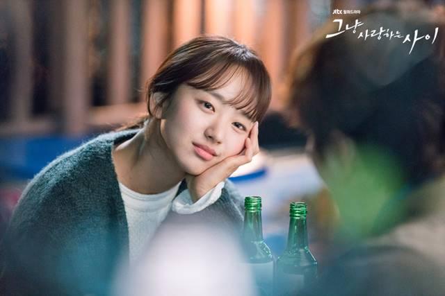 원진아는 2017년 방송된 JTBC 드라마 그냥 사랑하는 사이로 대중에게 얼굴을 알렸다. /JTBC 그냥 사랑하는 사이 홈페이지