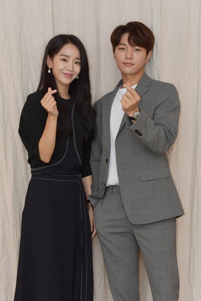 배우 신혜선(왼쪽), 김명수가 높은 시청률에 대한 고마운 마음을 드러냈다. /KBS 제공